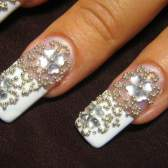 Как нанести стразы на ногти