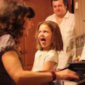 Как научить ребёнка петь